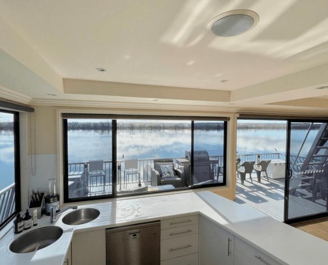 inside-tour-wow-factor-murray-houseboat
